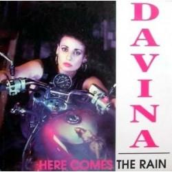 Davina  – Here Comes The Rain